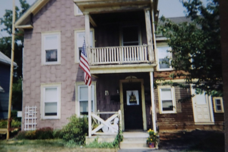 2front-house-pre-renovation